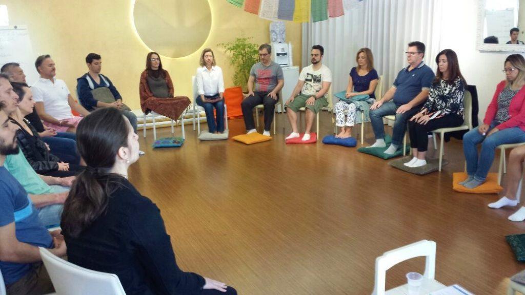 meditação mindfulness sentado